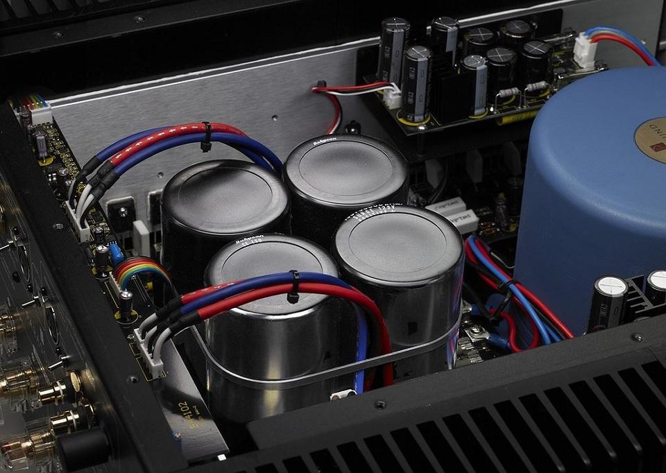 parasound_jc5_amplifier_interior2_joan.jpg